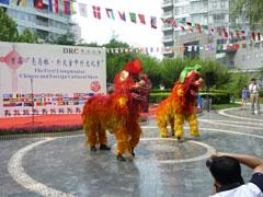 開幕式 賑やかな中国の獅子舞