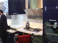車椅子に配慮した造りのキッチン