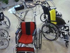 高性能であるだけでなく,カラフルでスタイリッシュなデザイン性の高い車椅子