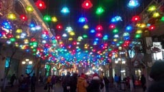 ハルビン市の目抜き通り「中央大街」。華やかにイルミネーションで彩られている